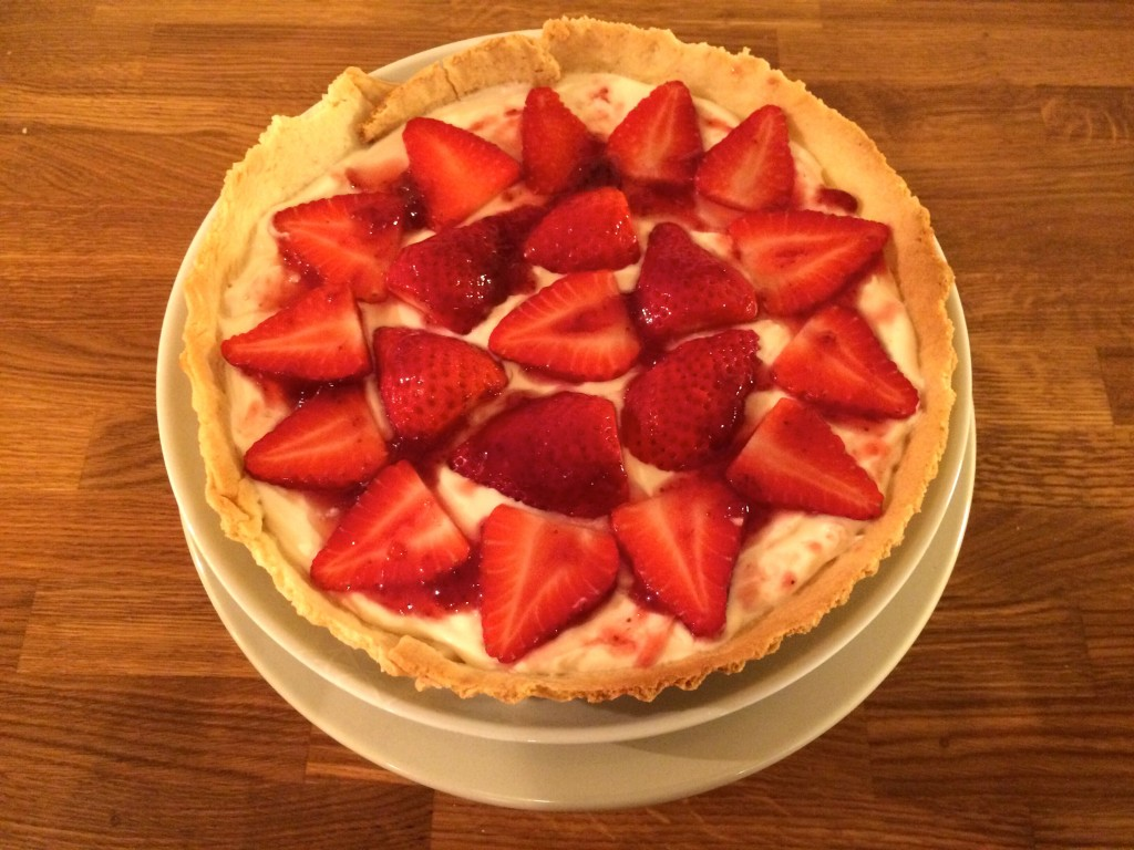 Strawberry tart jus rol for Easy jam tarts ready made pastry