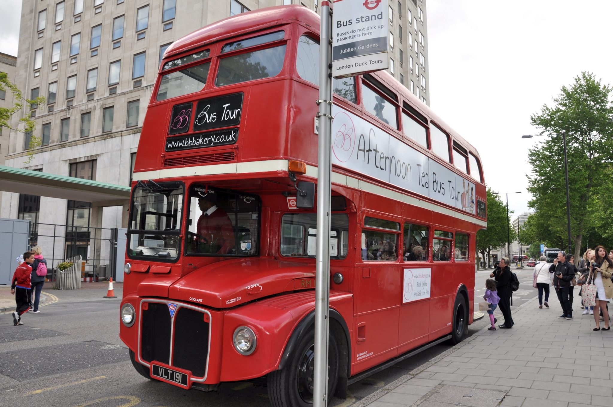3_Afternoon Tea Bus Tour of London_MissPond