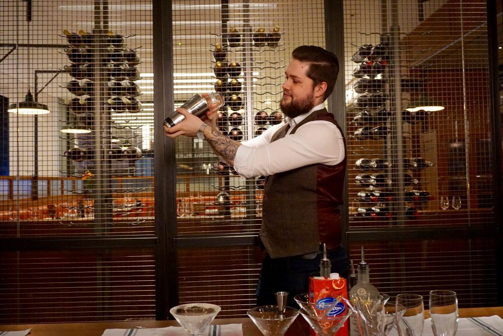 Tom's-Kitchen-Cocktail-Masterclass-Barman-Noel-Shaking-Cocktail