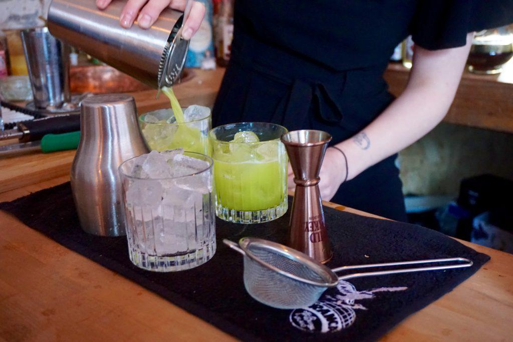 the-vanguard-1000-trades-yuzu-cocktail-pouring-at-bar
