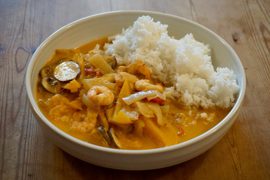 Thai-Prawn-Red-Curry-In-A-Bowl-Close