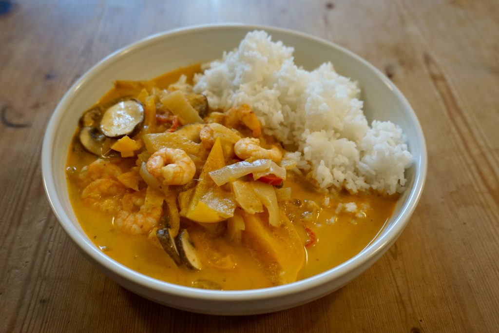 Thai-Prawn-Red-Curry-In-A-Bowl-Close-Up