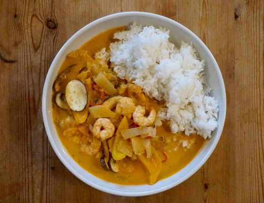Thai-Prawn-Red-Curry-In-A-Bowl-From-Above