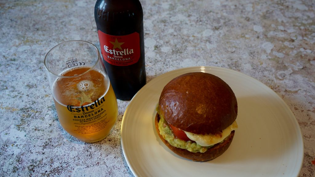 Halloumi-Burger-with-Guacamole-with-estrella-damm