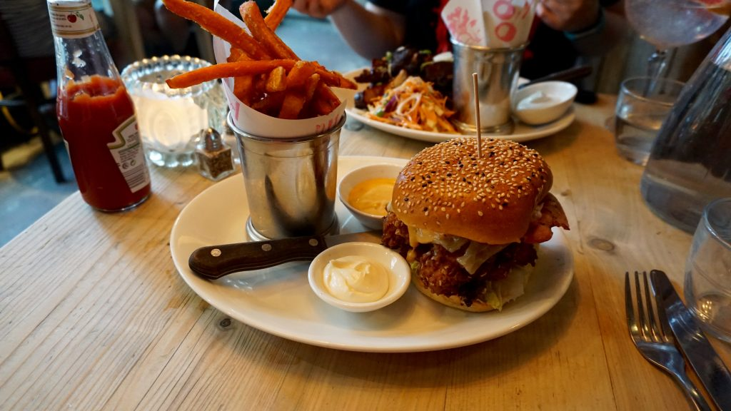Bills-Restaurant-Buttermilk-Chicken-Burger-with-Bacon