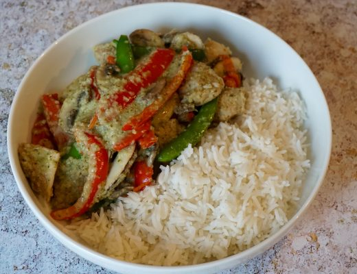Chicken-Thai-Green-Curry-in-a-Bowl
