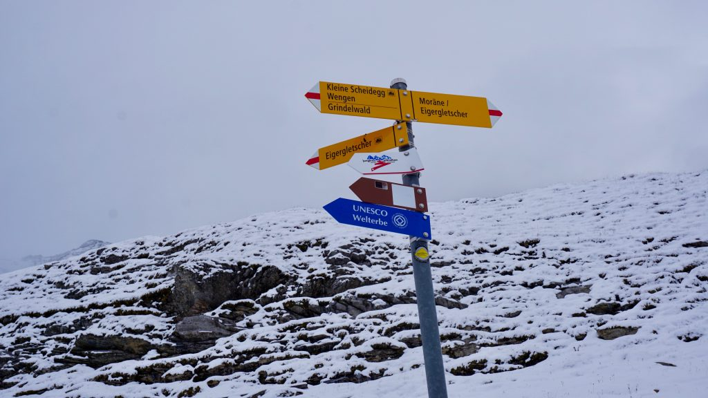 Mountain-path-signs-eiger