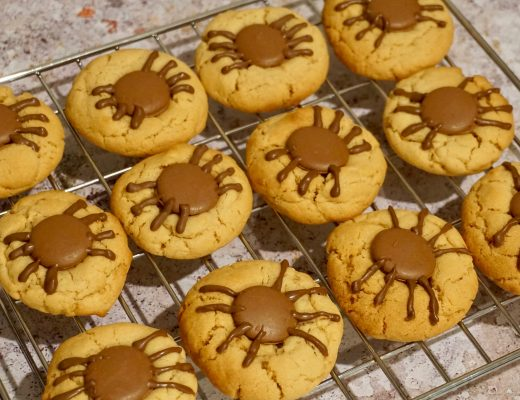 Spooky-Spider-Cookies-on-cooling-rack