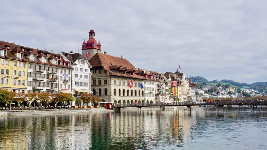 Views-of-buildings-along-river-in-Luzern