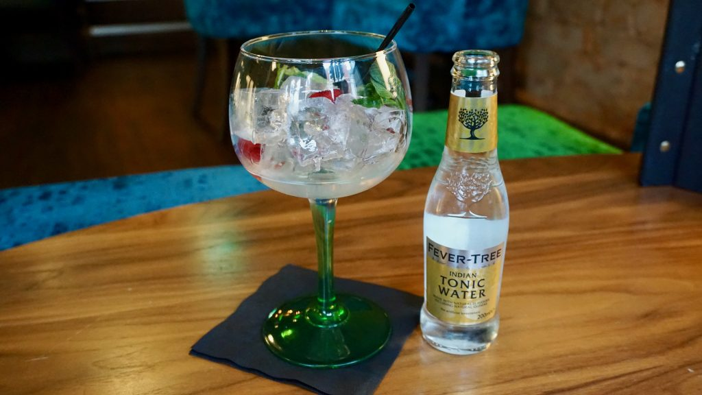 Monkey47-Gin-and-tonic-Simpsons-Gin-Bar