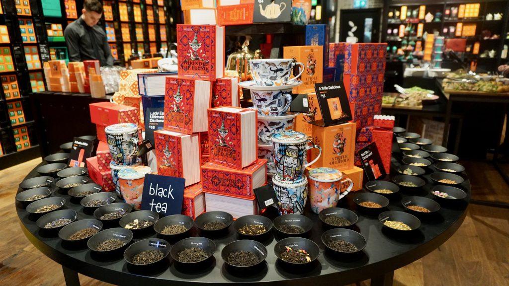 T2-tea-bullring-birmingham-black-teas-display-for-Christmas