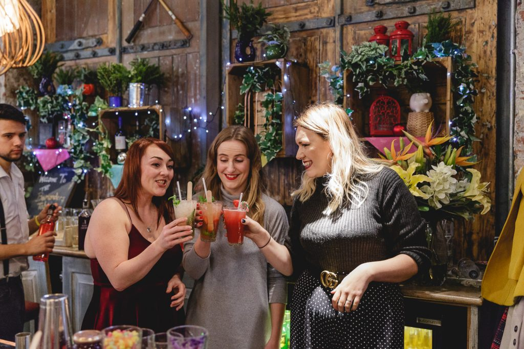 Bloggers-Making-Drinks-MoonPig-Event