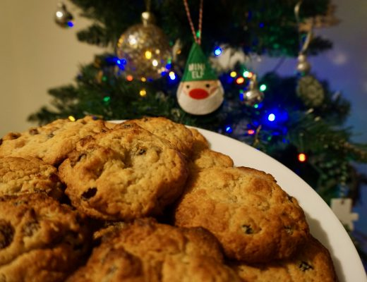Mince-Pie-Cookies-on-a-Plate-in-front-of-tree